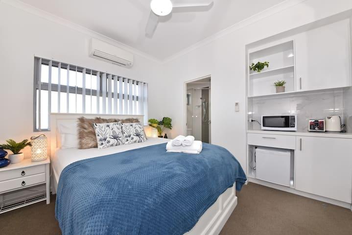 3-Bedroom apartment Opposite Garden City Perth