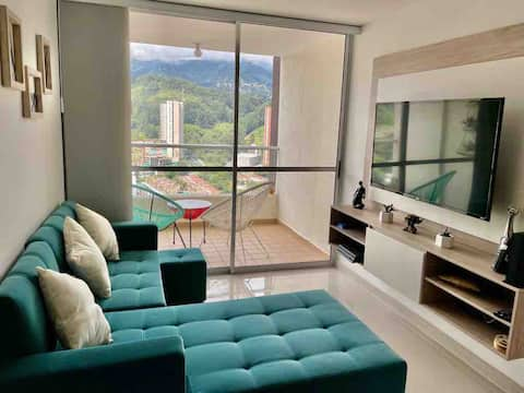 Lovely 2- Bedroom Condo with Pool