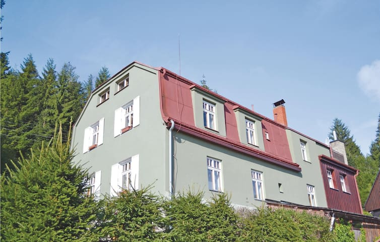 Holiday cottage with 8 bedrooms on 174 m²