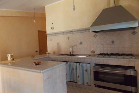 Accogliente mansarda - Brolo - 公寓