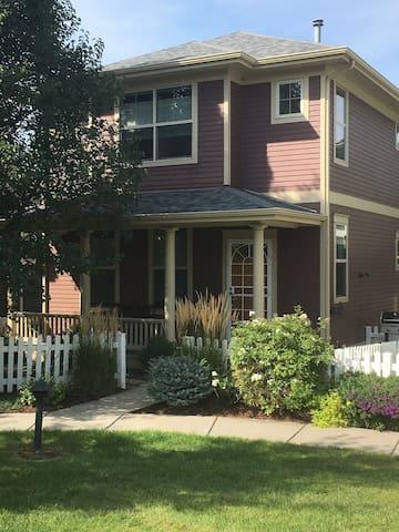Charming Stapleton home available 11/25/19!