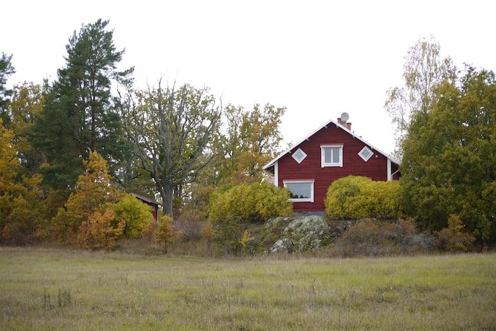 Uddebo - rymligt hus med sjöutsikt