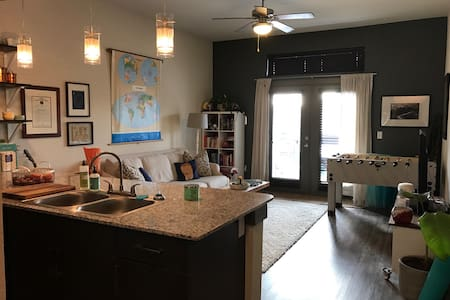 Fun and Eclectic Downtown Apartment! - Denton