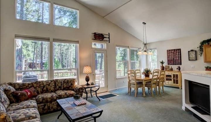 Cozy Graeagle Home
