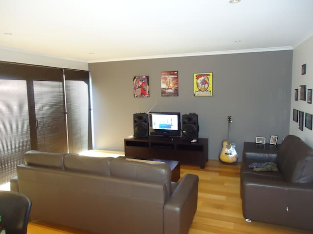 clean and classy modern apartment - Mowbray - Apartament