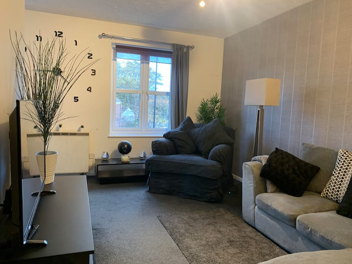Modern/Stylish 2 bed flat