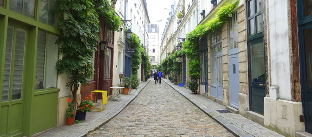Amazing flat in charming private street