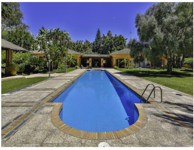 Stunning 5 Bedroom Villa near Puerto Banus - Marbella - Villa