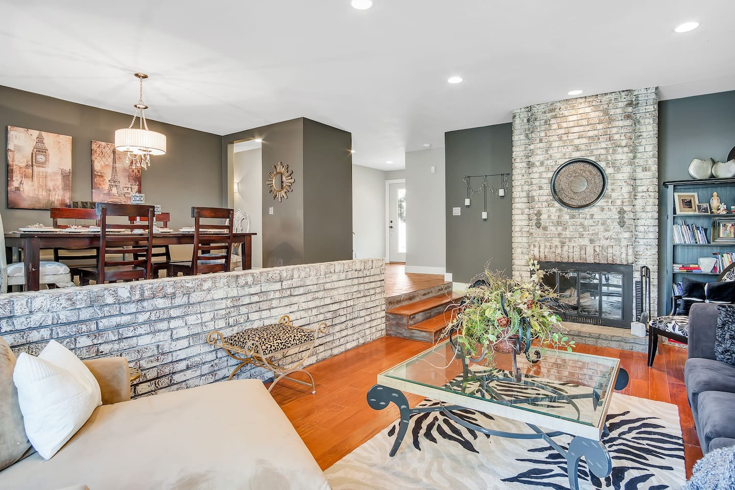 200 Sq foot ranch home w sunken living room, wood burning fireplace
