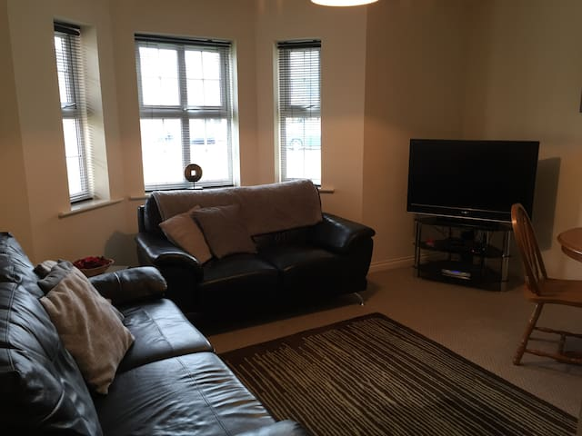Large modern 2 bed apartment, safe & quiet