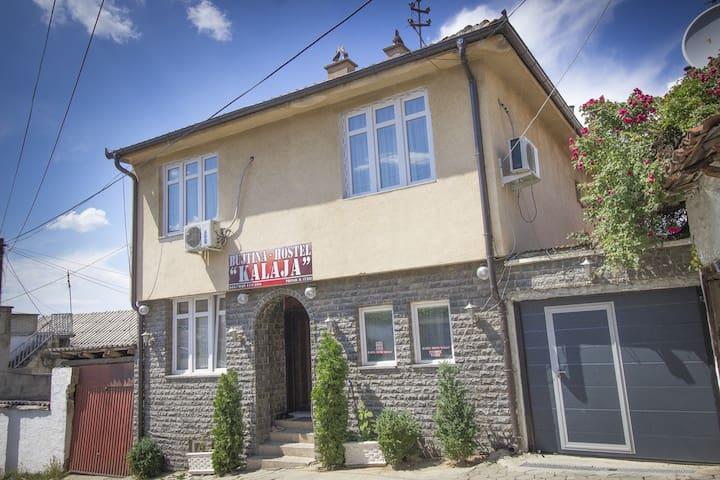 Hostel Kalaja - Rapçë - บ้าน