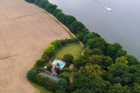 River Ridge on the James 26 private acres /  pool
