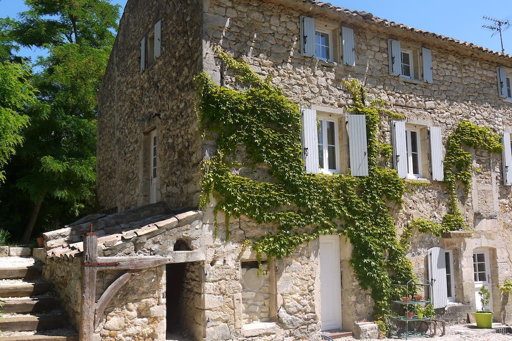 Moulin provencal du 18e siecle maisons louer saint for Architecture 18e siecle france