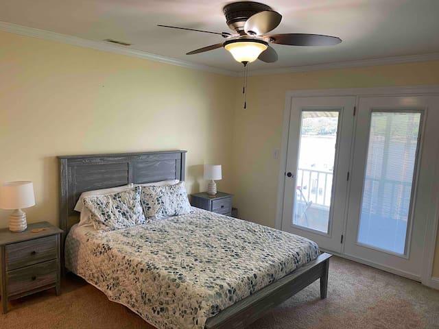 Queen Bedroom 2 - 2nd Floor