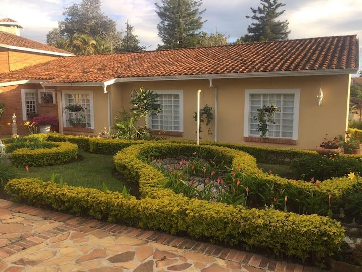 Casa Blanca Mesa de Los Santos