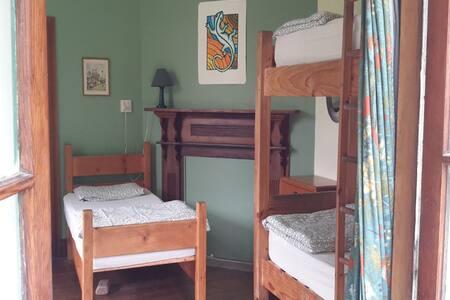 The Innlet: 5 share green room