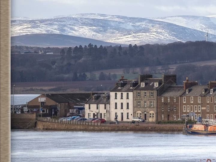 Montrose. Harbour View from this  Iconic Townhouse