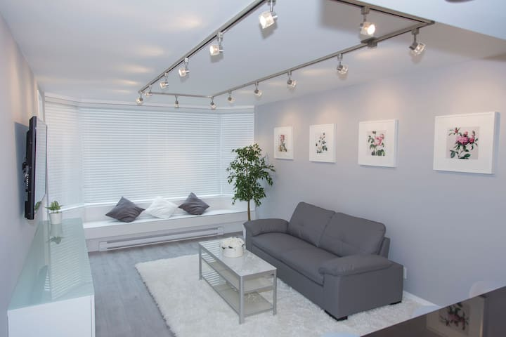 Pacific Rose Retreat - Modern condo DT Vancouver
