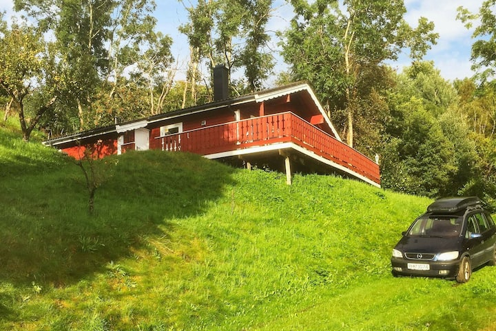 8 person holiday home in ETNE