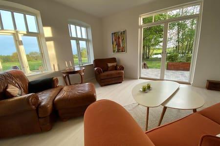 Nyistandsat hus i naturskønne, rolige omgivelser