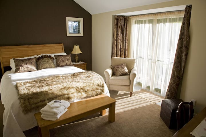 Deluxe B&B, located amongst Cromwell Orchards