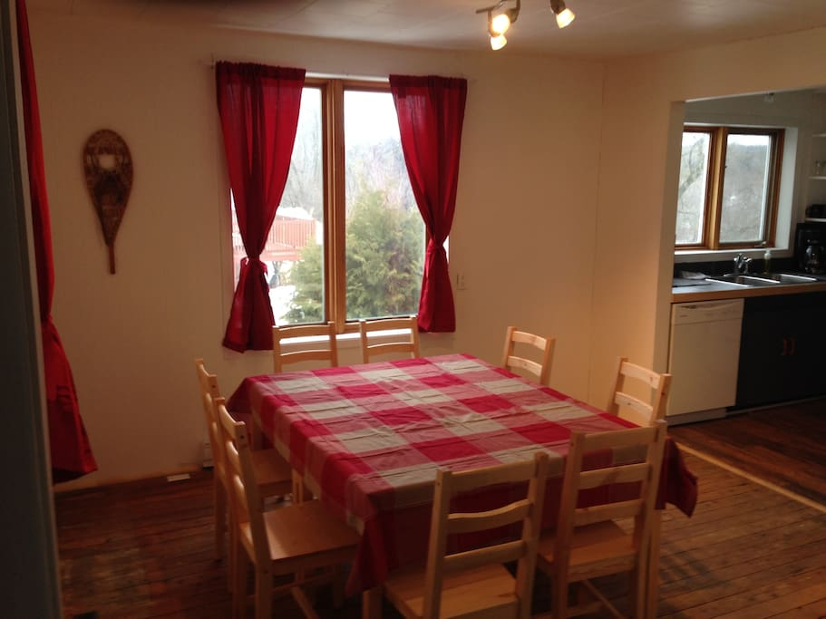 La tanni re houses for rent in mansonville qu bec canada for Salle a manger yannick