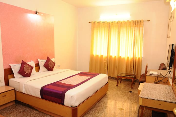 Budget Luxury Stay with Breakfast @Chinchwad, Pune