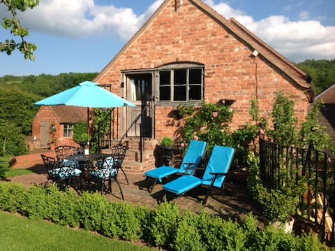 Cosy cottage in a vineyard near Malvern & Ledbury