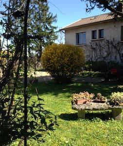 RDC Chambre calme entrée privée Villa sur jardin - Chazay-d'Azergues - Dom