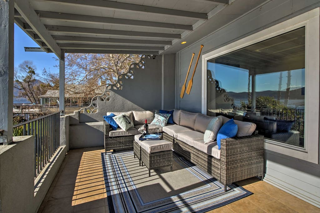 Unwind and relax outdoors on the covered patio at this Clearlake home.