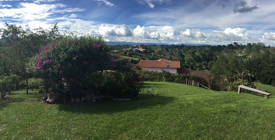 Cozy house in the countryside with an amazing view - Vereda El Cerro - Huis