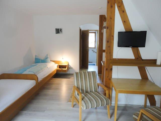 Gästehaus zur Linde, (Horb am Neckar), Dreibettzimmer Premium mit Balkon, Dusche und WC