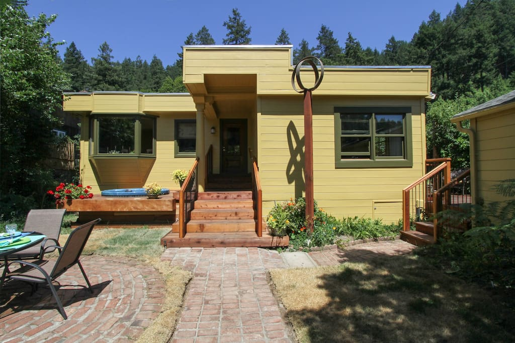 Greentree Cottage. Your perfect Russian River getaway!