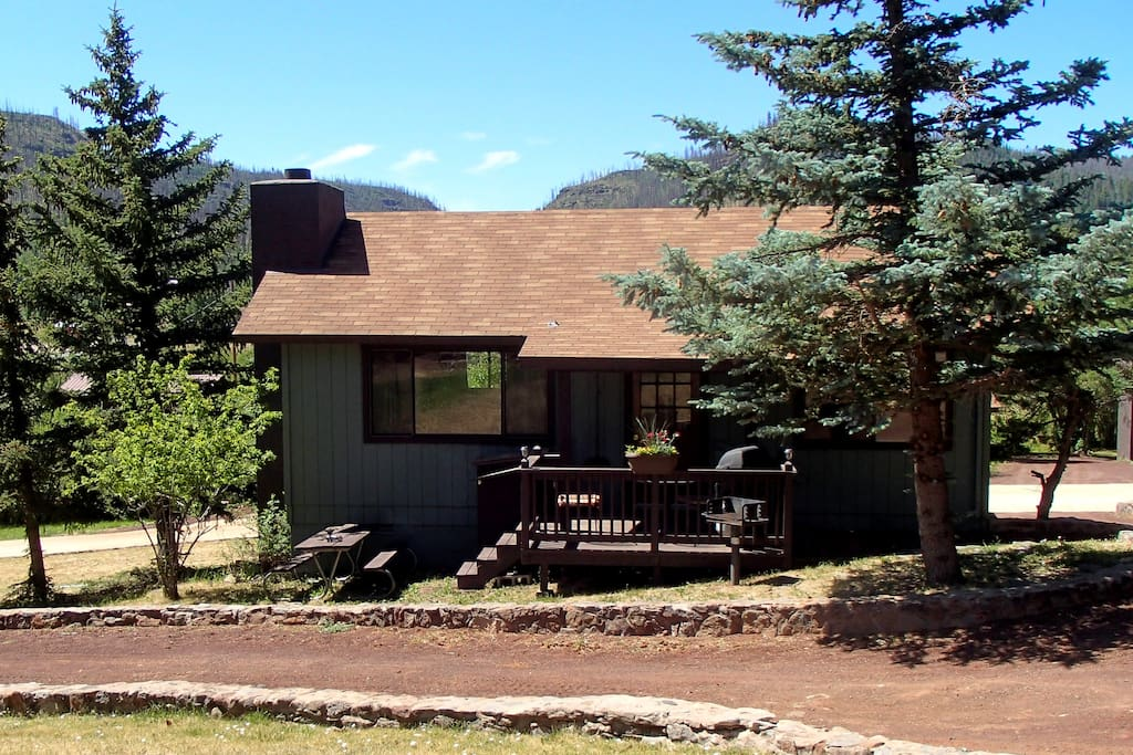 Remodeled 2 br cabin 5 overlooking pond cabins for rent for Cabins near greer az