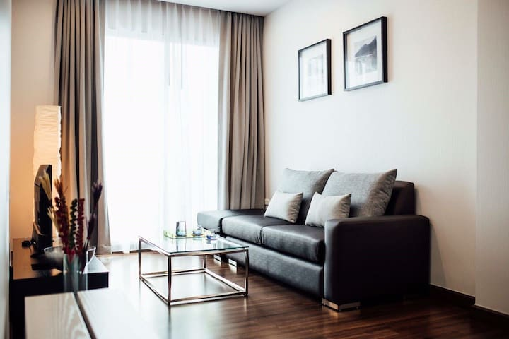 One bedroom fully furnished in the center of BKK