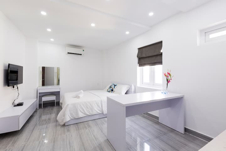 Beautiful Studio Apt in Central HCMC