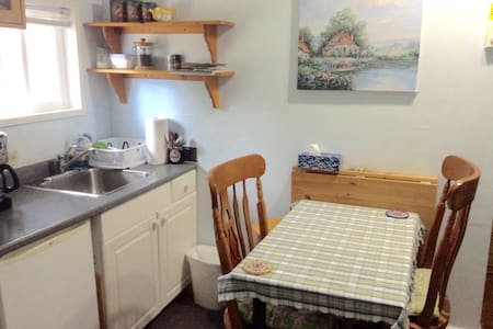 Cozy, Independent and comfort Cottage near Uvic