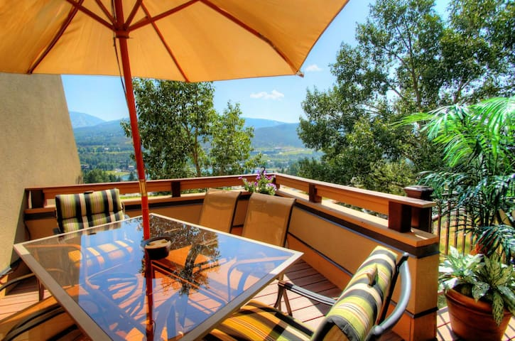 Cozy Townhome Just 5 Minutes from Beaver Creek Private Sauna
