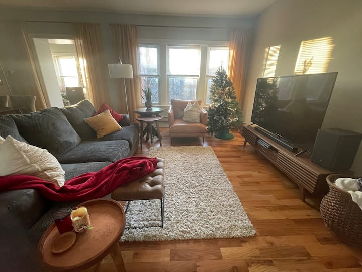 room in 2Bed/1 bath  Apt with office/sunroom