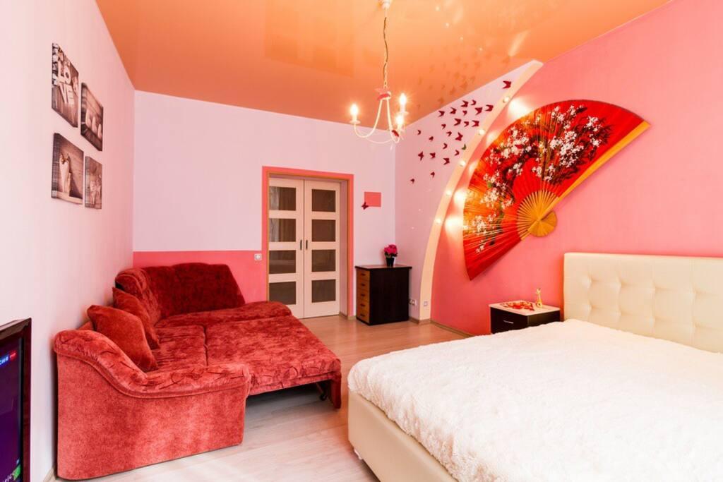 Гостиная. Двуспальный диван подойдет для комфортного сна двух гостей