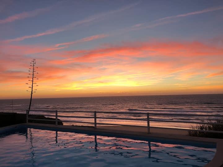 Beachfront villa - pool - garden - 8 sleeps +