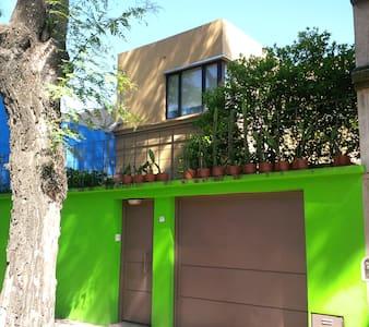 amplia casa en dos plantas - Buenos Aires - Casa