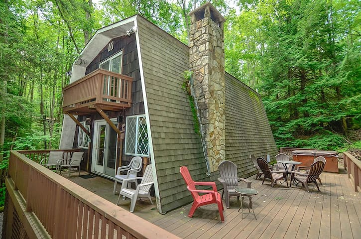Dog friendly home with lake access, hot tub, and a fire pit!