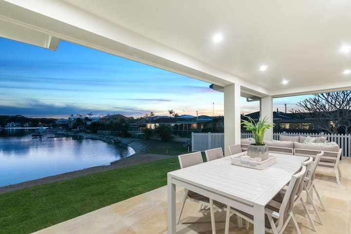 Ideal family holiday home with private beach 4 bed