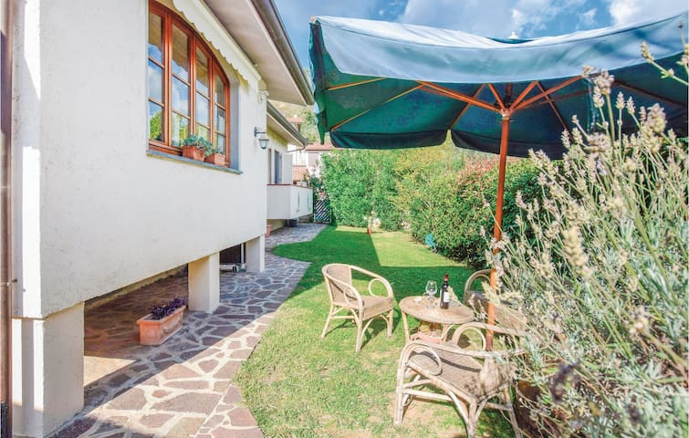 Holiday cottage with 3 bedrooms on 90m² in Camaiore -LU-