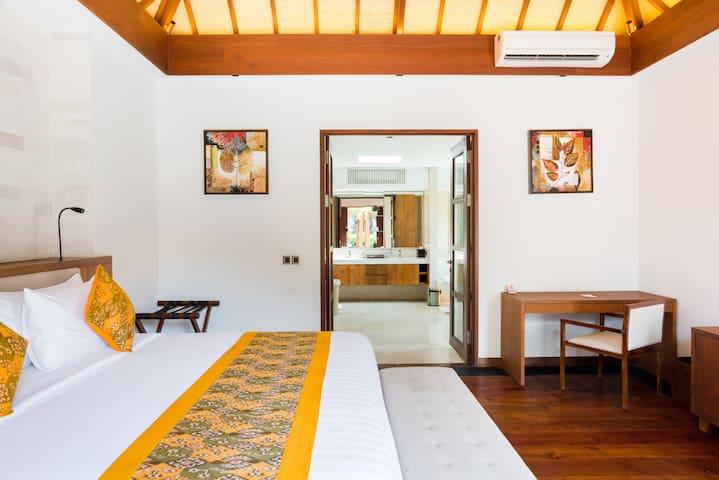 Master Suite Room 1