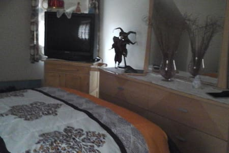 2nd floor comfortable room - Stoughton - House