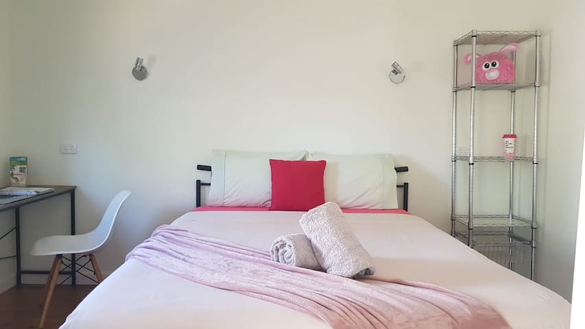 Cosy nook private room for 2 (R5)
