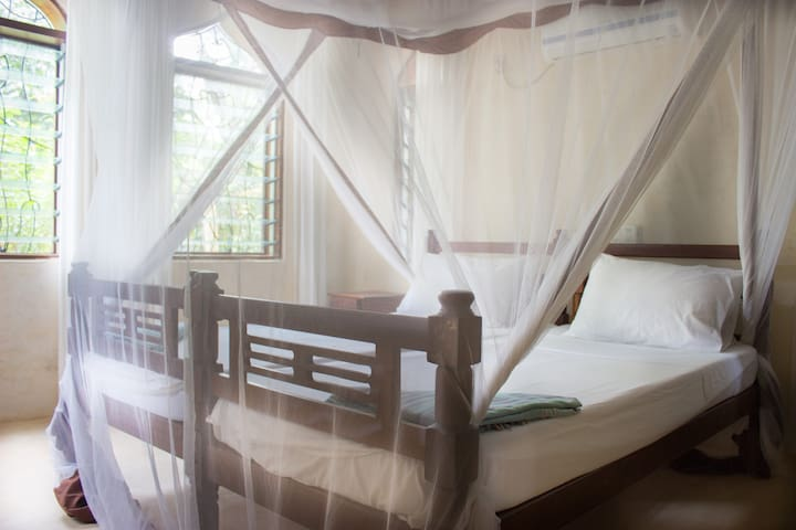 Third room with two single beds