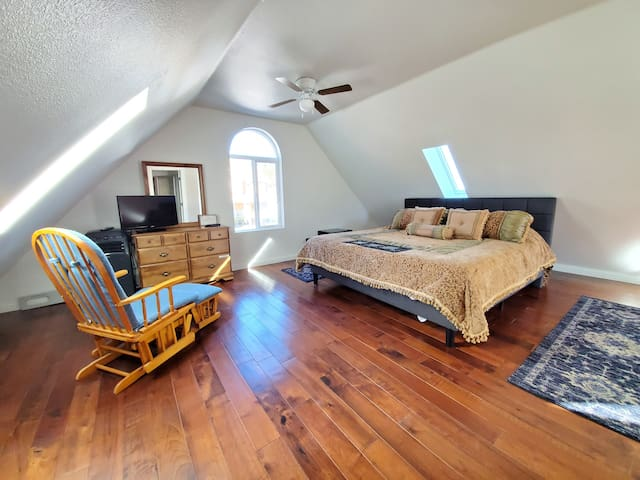 Wrightwood detached Studio WiFi 5 miles to Mt High